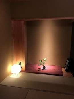 和室の床の間: 松田靖弘建築設計室が手掛けた和室です。
