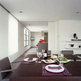 chatelain: Salle à manger de style de style Moderne par Ensemble et associes
