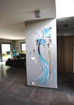 bleu abstrait : Murs & Sols de style de style eclectique par Emilie Cardinale