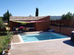 Piscine et Pool House: Piscines  de style  par Emilie Granato Architecture d'intérieur