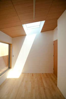 Dormitorios de estilo minimalista por 有限会社クリエデザイン/CRÉER DESIGN Ltd.