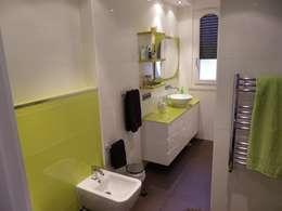 Baños de estilo moderno por calero y asociados interioristas