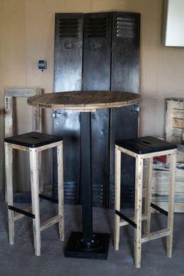 Table de bar et tabourets: Salle à manger de style de style Industriel par Palettegraphik