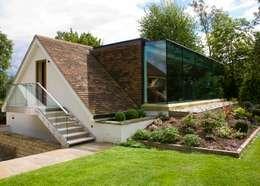 Casas modernas por Wildblood Macdonald