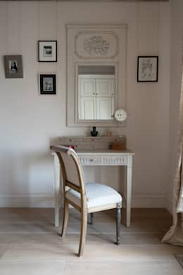 Светлая квартира: Спальни в . Автор – ANIMA