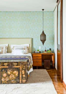 Apartamento Bairro de Higienópolis: Quarto  por CARMELLO ARQUITETURA