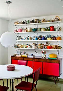 modern Kitchen by CARMELLO ARQUITETURA