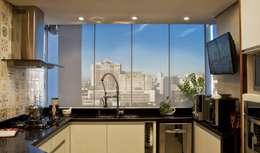 modern Kitchen by Tania Bertolucci  de Souza  |  Arquitetos Associados