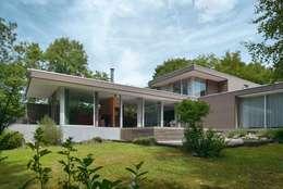 Maison R: Maisons de style de style Moderne par atelier d'architecture FORMa*