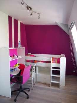 Maison agrandie et rénovée de tous cotés: Chambre d'enfant de style de style Moderne par agence MGA architecte DPLG