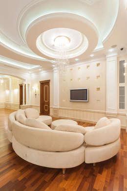 Резиденция в Горках 8: Гостиная в . Автор – дизайн-студия ZE-MOOV