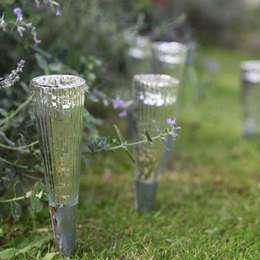Jardines de estilo clásico por ELLA JAMES