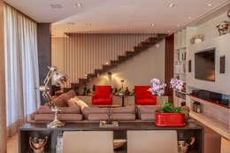 Living: Salas de estar modernas por WTstudio