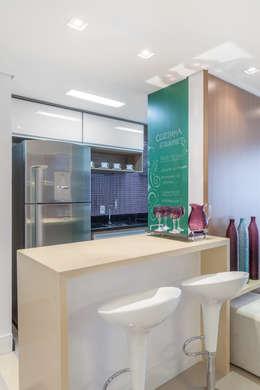 Projeto 1 : Cozinhas minimalistas por MARCY RICCIARDI ARQUITETURA E INTERIORES