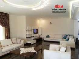 Hiba iç mimari ve dekorasyon – DR İlkay DR Musatafa Ödemiş Villası: modern tarz Oturma Odası