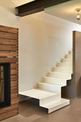 minimalistic Corridor, hallway & stairs by Studio ARTIFEX