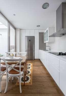 Casa Trinidad: Cocinas de estilo moderno de LLIBERÓS SALVADOR Arquitectos