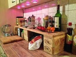 Cocinas de estilo rústico por palettenbett.com