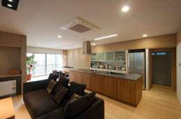 家山真建築研究室 Makoto Ieyama Architect Office: modern tarz Oturma Odası