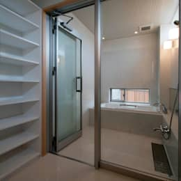 家山真建築研究室 Makoto Ieyama Architect Office: modern tarz Banyo