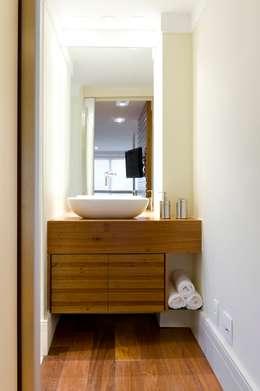 modern Bathroom by LORENZZO ARQUITETURA E INTERIORES