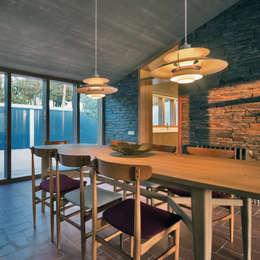 Comedores de estilo moderno por bellafilarquitectes