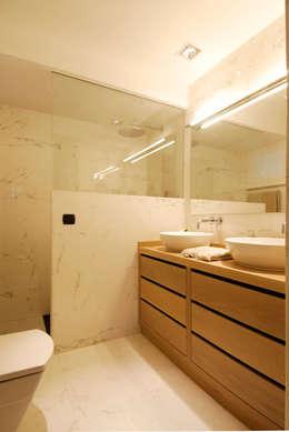Baños de estilo moderno por Sube Susaeta Interiorismo