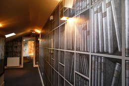 Decoración interior de duplex acogedor, Sube Susaeta Interiorismo - Sube Contract: Pasillos y vestíbulos de estilo  de Sube Susaeta Interiorismo