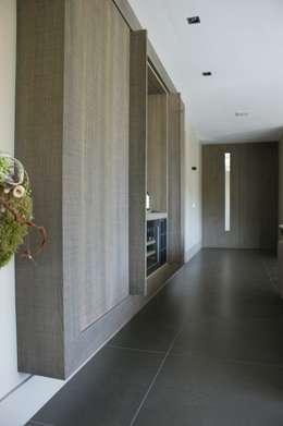 Stienestraat: moderne Woonkamer door Harold Laenen Architectuur