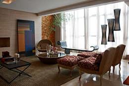 Salas de estilo moderno por Gláucia Britto