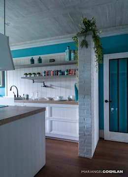 modern Kitchen by MARIANGEL COGHLAN