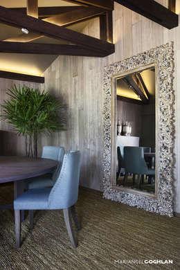 Espejo de piso: Comedor de estilo  por MARIANGEL COGHLAN