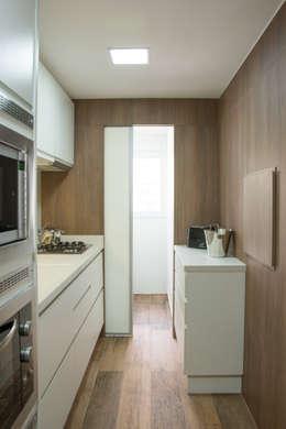 modern Kitchen by Bibiana Menegaz - Arquitetura de Atmosfera