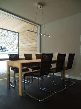 Einfamilienhaus Neubau: moderne Esszimmer von Cousin Architekt - Ökotekt