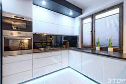 Meble na wymiar - zabudowa kuchni w mieszkaniu: styl , w kategorii Kuchnia zaprojektowany przez 3TOP