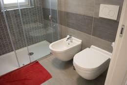Ванные комнаты в . Автор – Studio di architettura Miletta