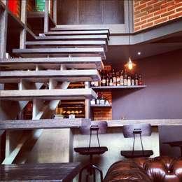 Escalera: Pasillos y recibidores de estilo  por Quinto Distrito Arquitectura