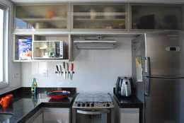 Apartamento .GD: Cozinhas ecléticas por Amis Arquitetura & Design