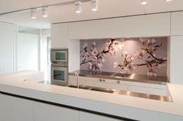 """Keuken achterwand """"Blossom"""" op Pimp Superior materiaal: moderne Keuken door PimpYourKitchen"""