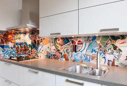 """Guell remastered"" keuken achterwand op Pimp Superior materiaal: eclectische Keuken door PimpYourKitchen"