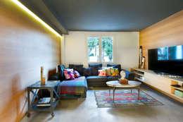 Salon de style de style Moderne par Egue y Seta
