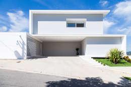 Casa FD: Casas modernas por SAA_SHIEH ARQUITETOS ASSOCIADOS