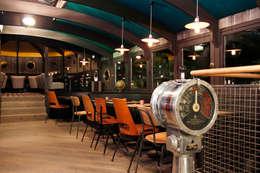 La Barge: Restaurants de style  par DG LAB