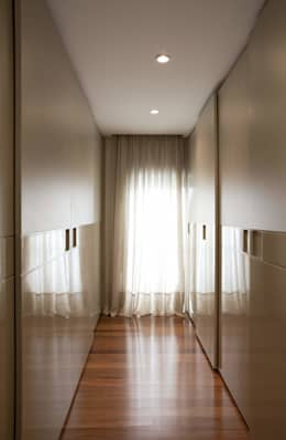 Top House SP: Closets modernos por Cristina Menezes Arquitetura