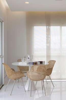 Top House SP: Sala de estar  por Cristina Menezes Arquitetura