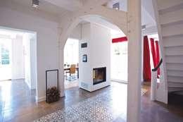 Koridor dan lorong by Bussemas Architekten