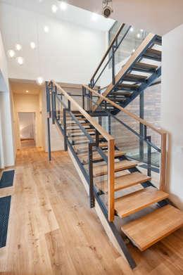 GoodLife Park дом №2: Коридор и прихожая в . Автор – TSEH Architectural Group
