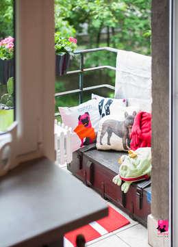 Hiên, sân thượng by Pink Pug Design Interior