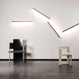 Per Meter 01 als wandverlichting : moderne Gang, hal & trappenhuis door Wisse Trooster - qoowl