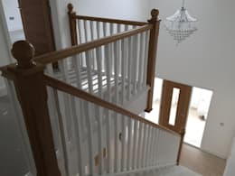 Прихожая, коридор и лестницы в . Автор – Roundhouse Architecture Ltd